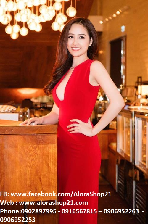 Đầm dạ hội màu đỏ thiết kế hở ngực sang trọng và nổi bật