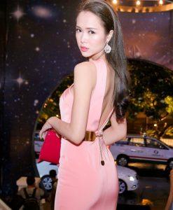 Đầm dạ hội hồng dâu cắt xẻ táo bạo sexy như Ngọc Anh