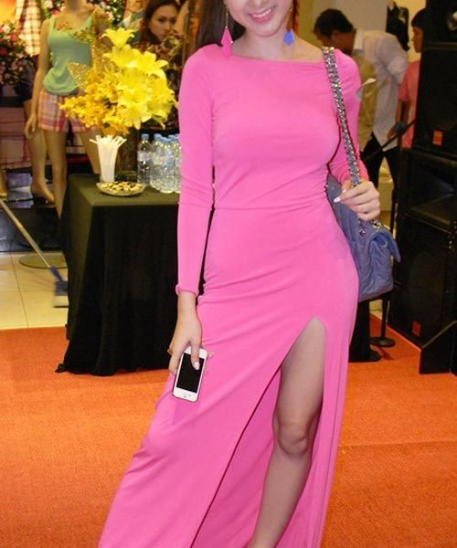 Váy dạ hội dài tay xẻ đùi trẻ trung tôn dáng như Phương Trinh – D237