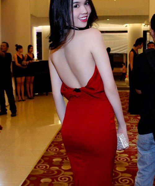 Váy dạ hội 2 dây cổ đỗ hở lưng như Ngọc Trinh