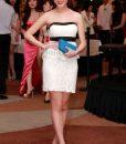 Đầm body trắng cúp ngực viền đen duyên dáng