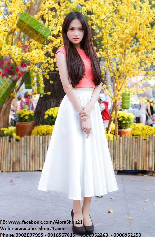 Chân váy xòe tiểu thư duyên dáng như Hương Giang