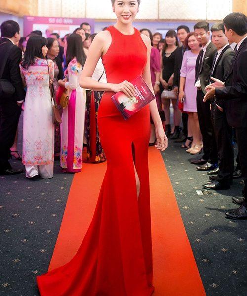 Áo đầm dạ hội màu đỏ xẻ giữa như Á Hậu Thúy Vân – D348