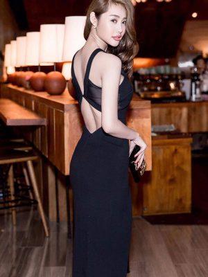 Đầm body đen cổ yếm xẻ đùi cao sành điệu sexy - DN159