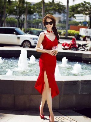 Váy ôm Ngọc Trinh hở lưng xẻ đùi cao sexy tôn dáng - DN187