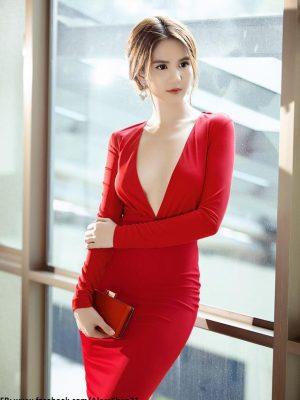 Váy ôm body dài tay khoét ngực sexy như Ngọc Trinh - DN208