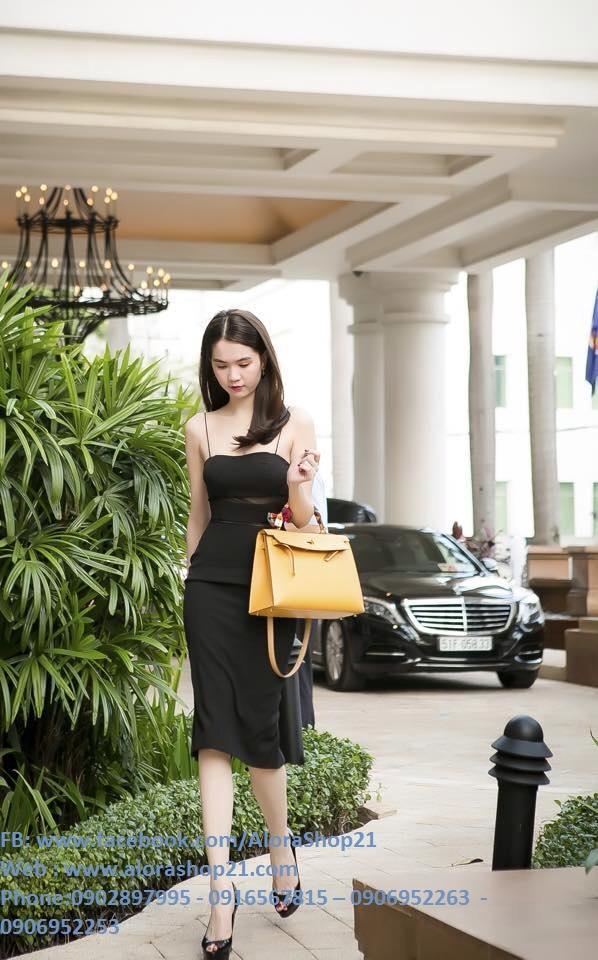 Váy đen hai dây ôm body thiết kế phối lưới như Ngọc Trinh - DN243