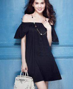 Đầm suông trễ vai màu đen như Ngọc Trinh - DN334
