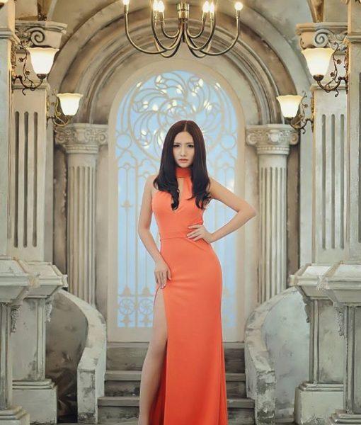 Đầm dạ hội cam cổ lọ khoét ngực xẻ đùi cao sexy – D357