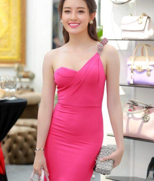 Đầm body hồng sen tôn dáng lạ mắt như Huyền My – DN283