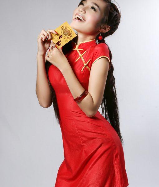 Sườn xám cách tân dễ thương xinh xắn như Elly Trần - DN404
