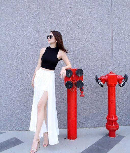 Set áo croptop với chân váy maxi xẻ tà màu trắng - J69