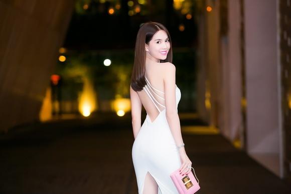 Đầm body trắng hở lưng cut out sành điệu - DN411