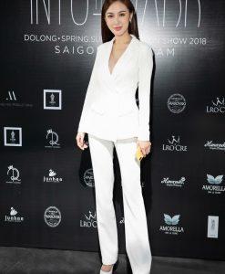Bộ áo vest trắng tay dài và quần tây trẻ trung thanh lịch - J87
