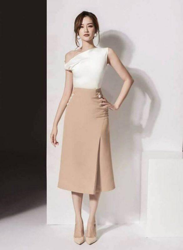 Bộ áo trắng trễ vai và chân váy chữ A dài tuyệt đẹp