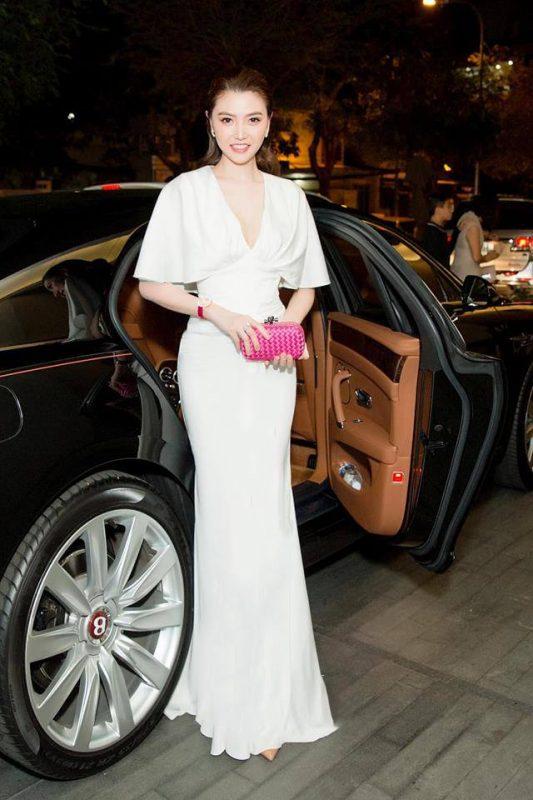 Đầm dạ hội trắng xẻ ngực V nhẹ nhàng quyến rũ - D473