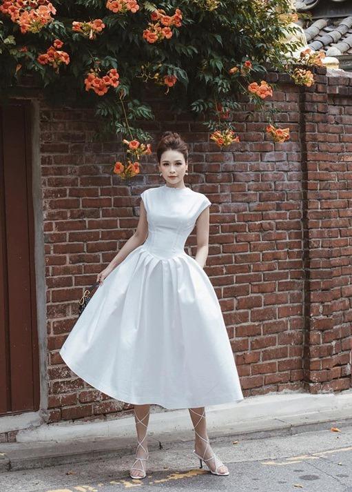 Đầm xòe trắng xếp ly cọc tay sang trọng - DN469