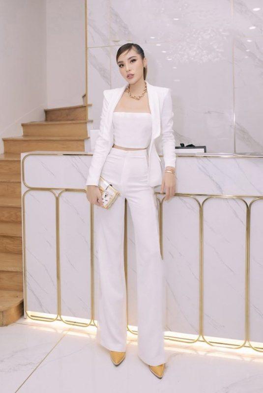 Set áo crop top trắng quần ống loe sang trọng như Kỳ Duyên - J111