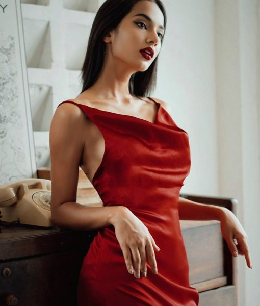 Váy dạ hội lụa satin hai dây cổ đỗ quyến rũ - D475