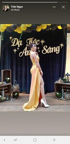 Váy dạ hội vàng xẻ đùi cao ôm body cực tôn dáng