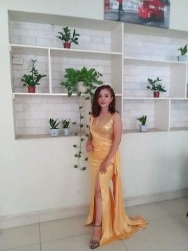 Váy dạ hội kim sa vàng xẻ đùi cao cực sexy