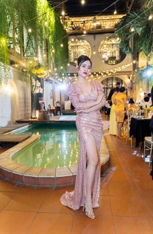 Váy dạ hội kim sa thiết kế xẻ đùi cao ôm body