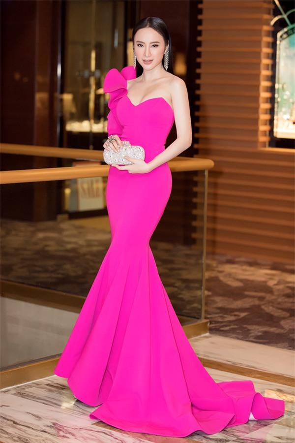 Đầm dạ hội cúp ngực lệch vai đính nơ tay dài lạ mắt- D514