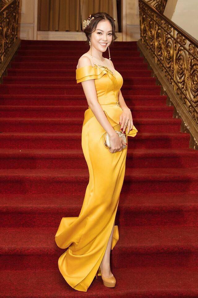 Đầm dạ hội cúp ngực xẻ đùi đính hoa dự tiệc siêu quyến rũ -D523