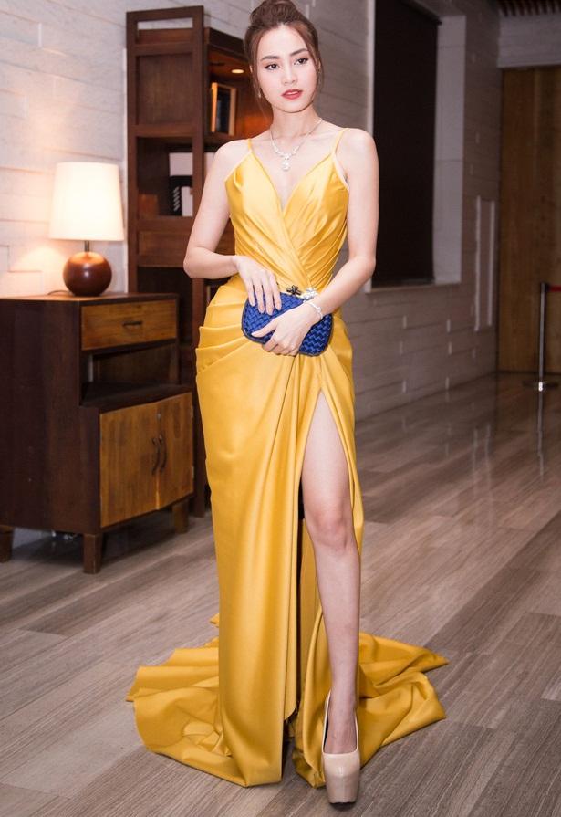 Đầm dạ hội hai dây nhún eo xẻ đùi cao khoe dáng - D522