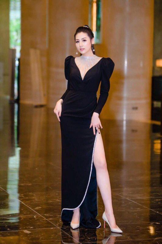 Váy dạ hội đen thiết kế tay phồng khoét ngực sâu - D502