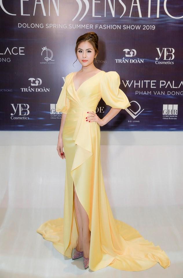 Váy dạ hội vàng thiết kế tay phồng cổ khoét V - D521