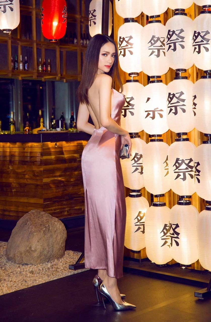 Đầm dài thiết kế cổ đổ hở lưng tôn dáng - D512