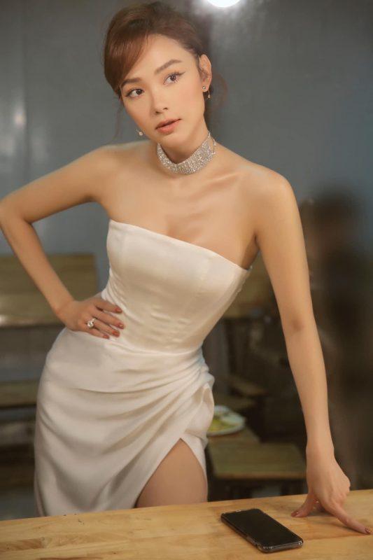 Đầm dạ hội trắng thiết kế cúp ngực xẻ đùi cao sexy - D505