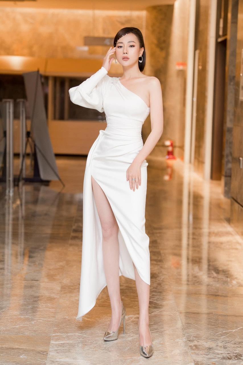 Đầm dạ hội trẻ trung thiết kế lệch vai tay phồng sang trọng - D541