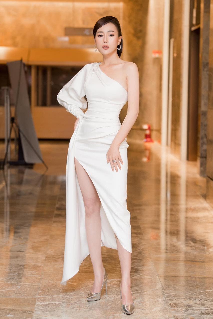 Đầm dạ hội trắng thiết kế lệch vai tay phồng sang trọng - D541