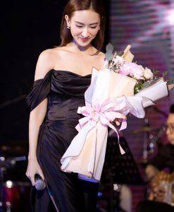 Đầm dạ hội đen thiết kế trễ vai xẻ đùi cao - D542
