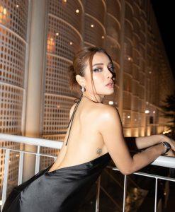 Đầm dạ hội đen thiết kế cổ yếm hở lưng quyến rũ - D557