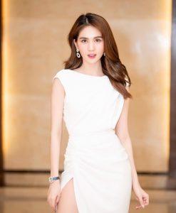 Đầm ôm body trắng tay con hở lưng xẻ đùi - DN494