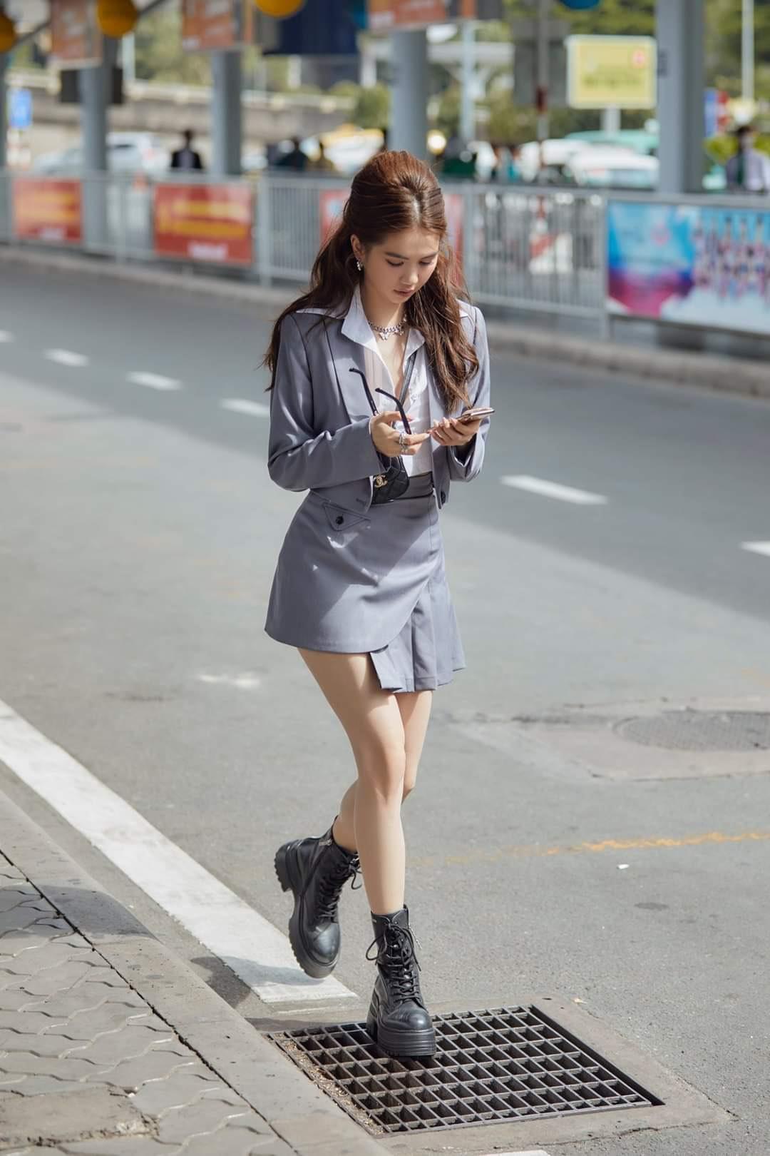 Set áo kiểu vest chân váy ngắn xếp ly sành điệu - JN56