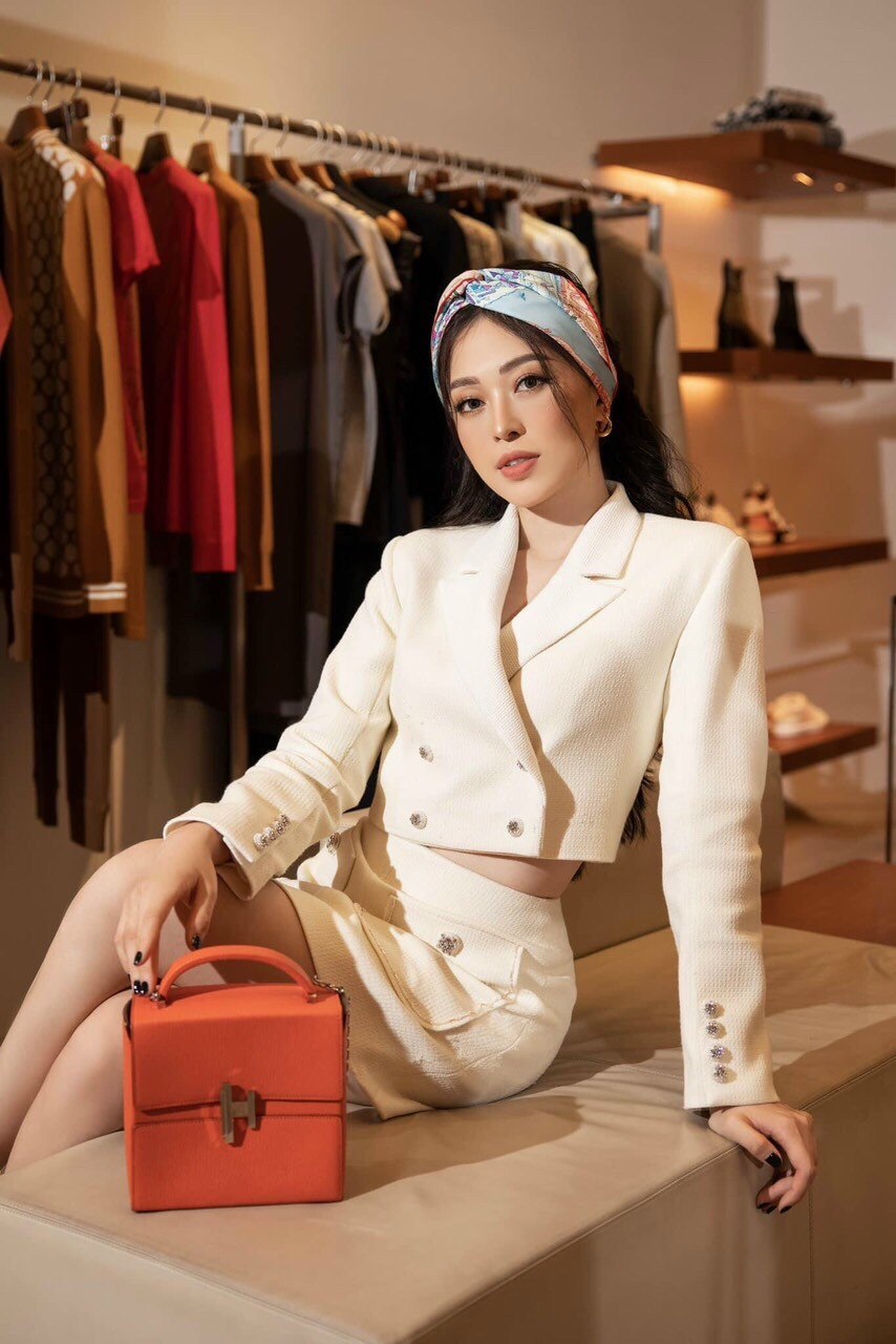 Set vest nữ dài tay chân váy ngắn đính nút sang trọng - JN55